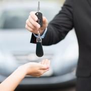 4 conseils pour économiser avant d'acheter une nouvelle voiture