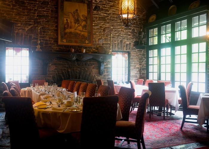 Old Mill Toronto est un hôtel de luxe dans la région de Toronto et un lieu de choix depuis plus de 100 ans.