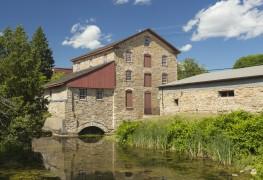 Découvrez le plus vieux bâtiment de chaque province