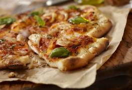 La pizza au poulet : le meilleur des deux mondes