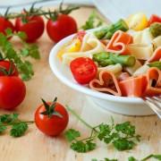 Comment faire un plat de pâtes végétarien italien piquant et rapide