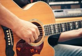 4 conseils pour vous aider à apprendre à jouer de la guitare