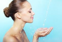 Tout ce que les peaux à tendance acnéique doivent savoir sur le maquillage