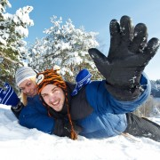 6 articles ménagers que vous pouvez utiliser comme luge l'hiver