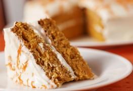 Gâteau des anges avecglaçageà la crème de beurre à l'orange fait maison