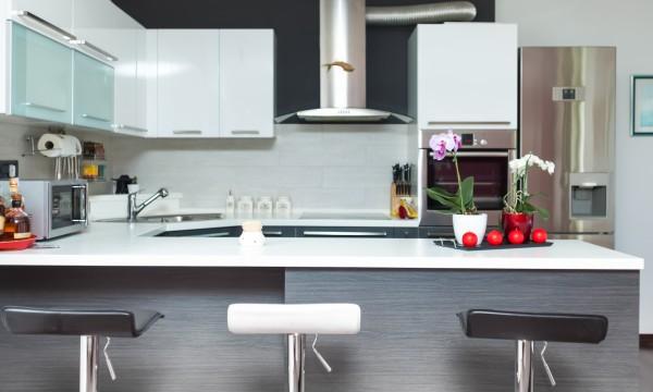 Pourquoi opter pour des armoires de cuisine pr fabriqu es for Cuisine 2 tons
