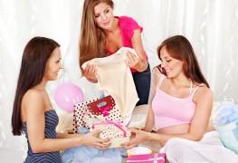Idées amusantes et pratiques de cadeaux de fête prénatale