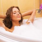 8 trucs pour adapter votre bain à votre type de peau