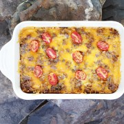 2déjeuners :unecasserole de la fermeetune strataau jambon et fromage