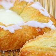 Collations: pain de viande au fromage fondu et danoise aufromage