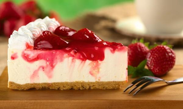 Comment faire un gâteau maison au fromage et aux fraises?