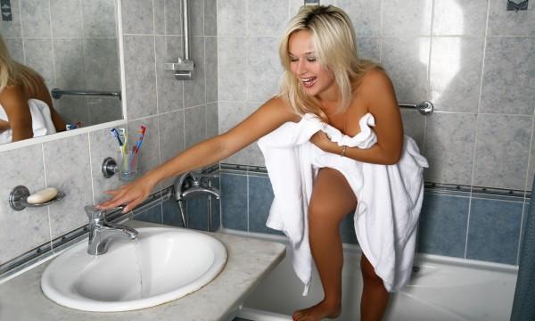 solutions faciles pour nettoyer la salle de bains trucs pratiques. Black Bedroom Furniture Sets. Home Design Ideas