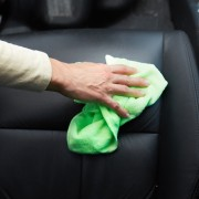 5 trucs simples pour garder votre voiture propre