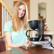 9 façons de vous assurer que votre cafetière vous dure longtemps