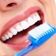 4 remèdes dentaires naturels