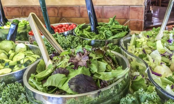 9 conseils santé pour profiter d'un bar à salade en toute sécurité