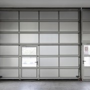 Faut-il une porte d'accès à votre entrée de garage?