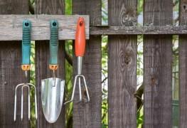 11 outils essentiels pour votre abri de jardin