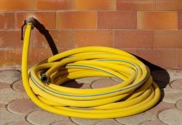 3 astuces pour nettoyer votre tuyau d'arrosage