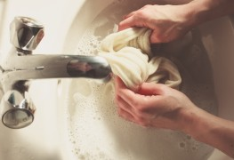 Comment Nettoyer Une Tache De Peinture Sur Un Vêtement Trucs Pratiques