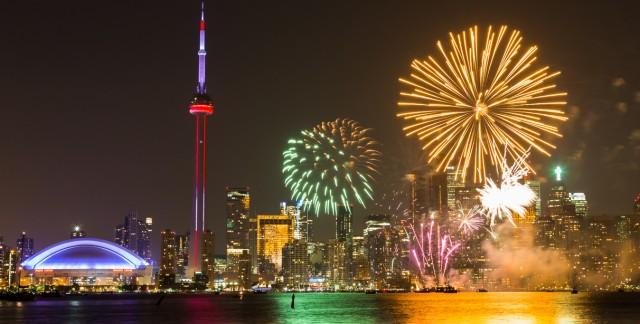 Où regarder les feux d'artifice de la fête de la Reine à Toronto