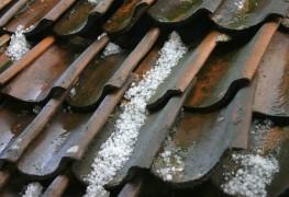 La grêle peut-elle endommager votre toiture? À vous de préparer, vérifier, réparer