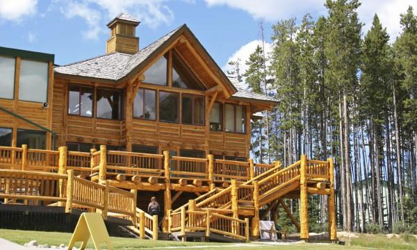 Découvrez les complexes hôteliers de chalets en bois rond