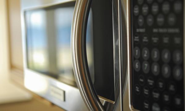 Comment entretenir son four à micro-ondes