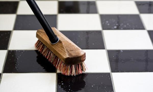 7 conseils pour nettoyer son carrelage trucs pratiques. Black Bedroom Furniture Sets. Home Design Ideas
