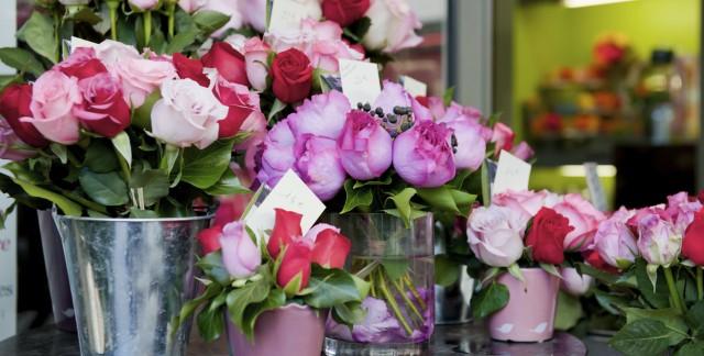 Comparaison entre les fleuristes de proximité et les fleuristes en ligne