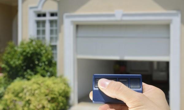 4 fa ons de r parer votre t l commande de porte de garage for Telecommande ouverture garage