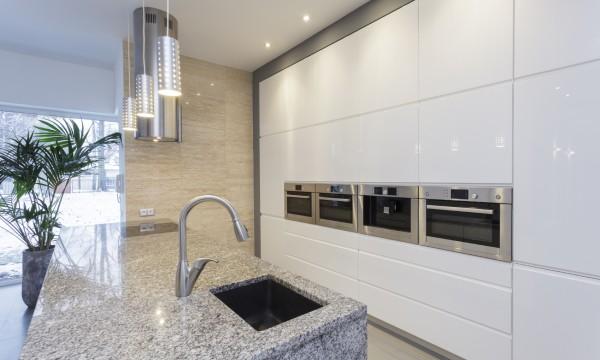 pourquoi choisir un comptoir de cuisine en pierre trucs pratiques. Black Bedroom Furniture Sets. Home Design Ideas