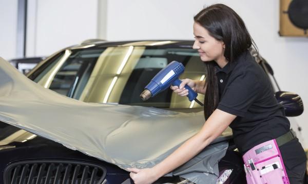4 fa ons de transformer votre auto en panneau publicitaire for Panneau publicitaire garage automobile