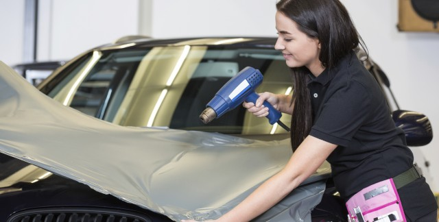 4 façons de transformer votre auto en panneau publicitaire mobile