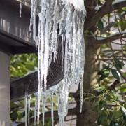Comment protéger votre toit des barrages de glace