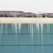 4 conseils pour protéger votre toit des digues de glace