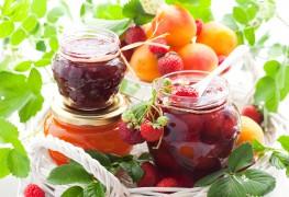 2 délicieuses confitures: fraises et trois baies