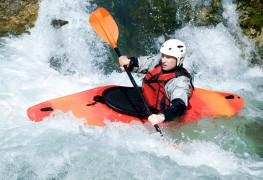 3 techniques pour esquimauter en kayak sur l'eau