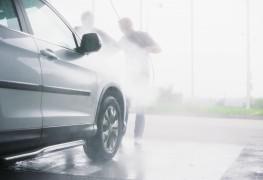 2 options pour un rinçage de voiture sans tache
