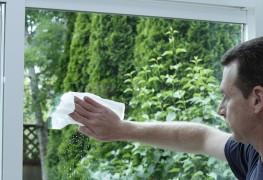 9 trucs pour laver vitres et fenêtres en profondeur