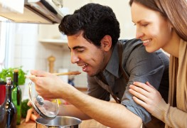 Super potage : bouillon de riz avec émincés d'omelette