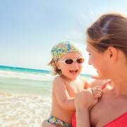 Comment protéger la peau de votre bébé du soleil