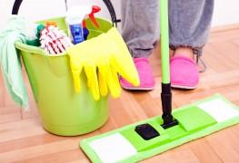 Balais, éponges, brosses : comment les nettoyer