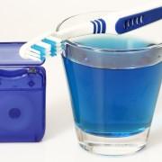 Rince-bouches maison pour des dents saines et une haleine fraîche