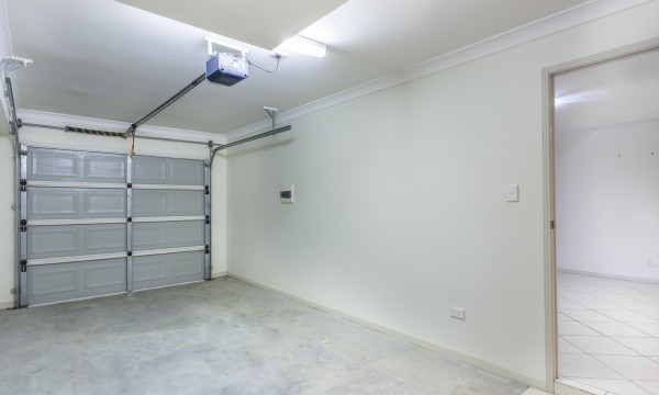 quand remplacer l 39 ouvre porte de votre garage trucs pratiques. Black Bedroom Furniture Sets. Home Design Ideas
