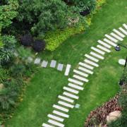 Installez un chemin de pierre pour tous vos besoins de jardinage