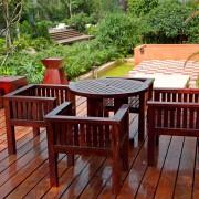 4 façons de garder les meubles de votre patio extérieur propres