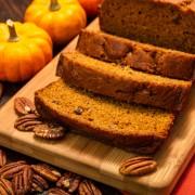Dessert décadent: pain aux carottes et pain aux pacanes faits maison