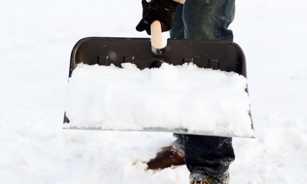 6 conseils de déneigement pour épargner votre dos