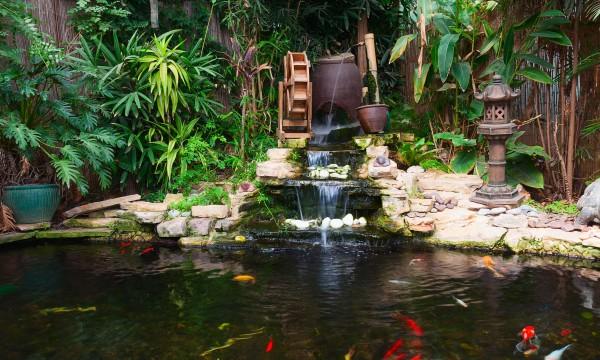 gayez votre jardin avec une fontaine et un petit bassin trucs pratiques. Black Bedroom Furniture Sets. Home Design Ideas